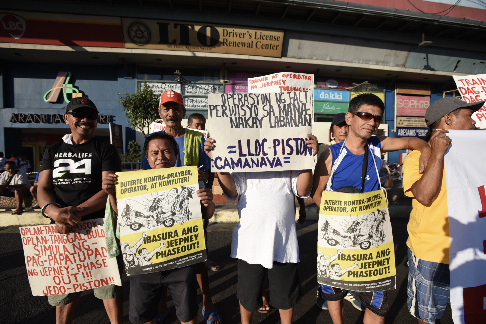 Workers join the transport strike protest in Caloocan. Photo by Maria Tan/Rappler