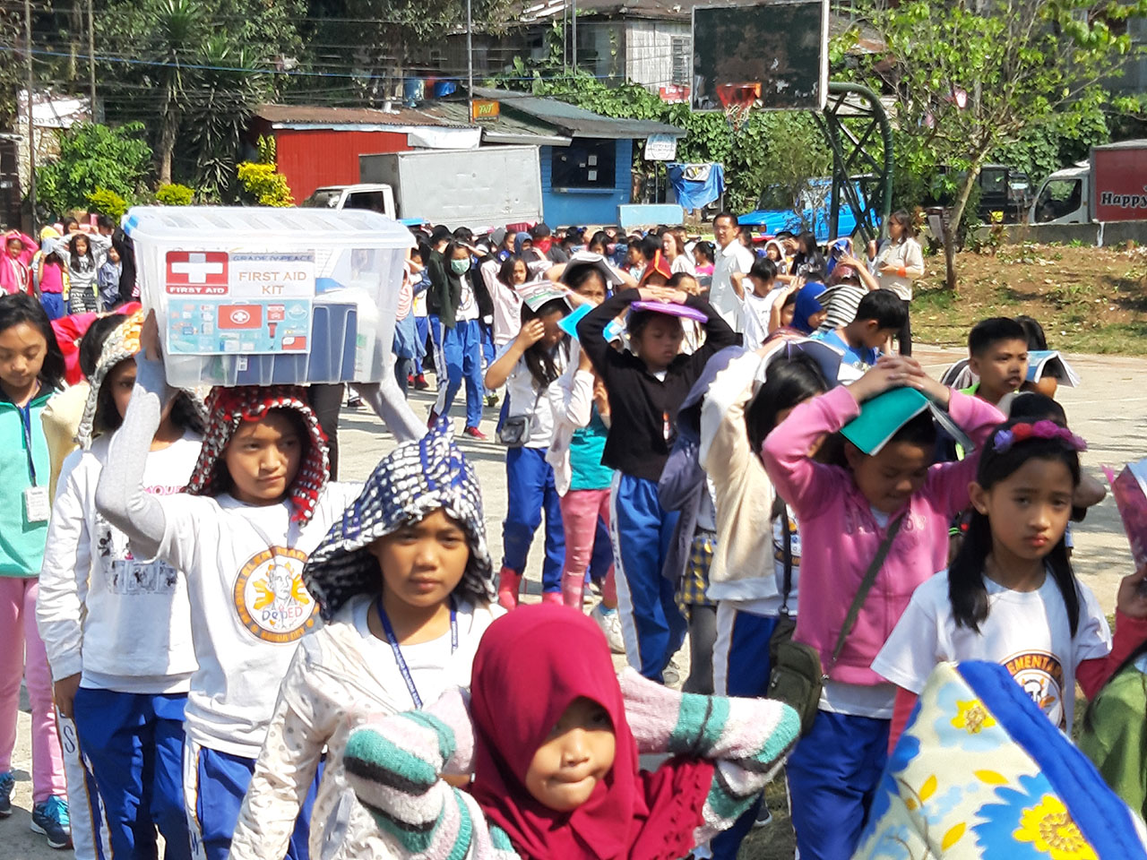 PREPARED. Grade school students from Mabini Elementary School in Baguio City join the 1st National Simultaneous Earthquake Drill on February 21. Photo by Mau Victa/Rappler