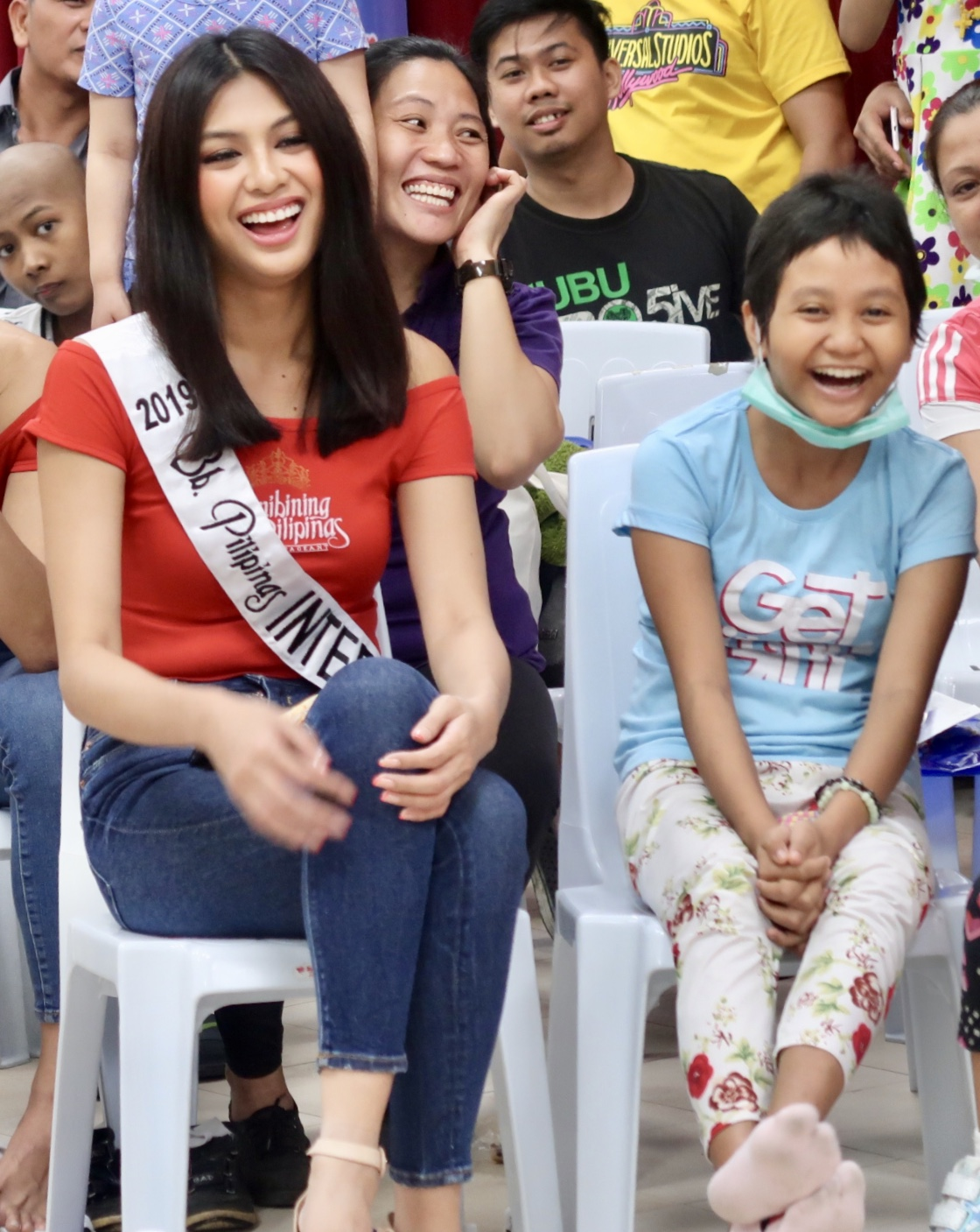LAUGHTER. Bb Pilipinas International Patch Magtanong and the kids enjoy the entertainment at the hospital.