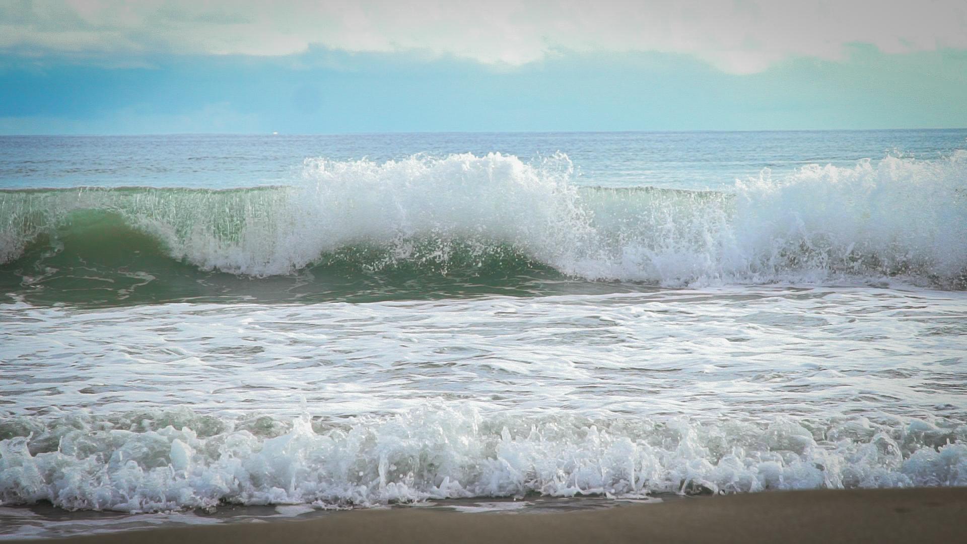 MAKING WAVES. Gubat, Sorsogon is an emerging surfing spot in Luzon. Photo by Vee Salazar/Rappler
