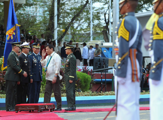 PMA CLASS 83. Armed Forces chief General Eduardo Año (4th from left), Army chief Lieutenant General Glorioso Miranda, Navy chief Vice Admiral Ronald Joseph Mercado, and Air Force chief Lieutenant General Edgar Fallorina lead the arrival honors for President Rodrigo Duterte. Malacañang Photo