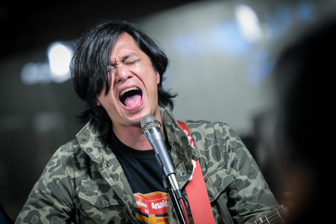 RAYMUND MARASIGAN. The Sandwich frontman performs on Rappler Live Jam in April 2018. File photo by LeAnne Jazul/Rappler