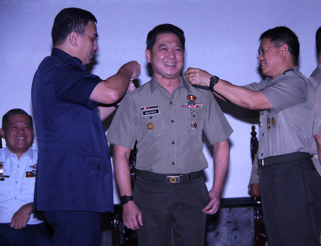 FULL COLONEL. Quezon City Mayor Herbert Bautista gets promoted as full colonel of the 1502nd Ready Reserve Brigade of the Philippine Army during the donning of ranks ceremony held at Camp Aguinaldo on January 13, 2016. QC police director Chief Superintendent Guillermo Eleazar and Armed Forces Chief of Staff Genernal Eduardo Año officiate the donning of his rank and insignia. Photo courtesy of Quezon City PIO