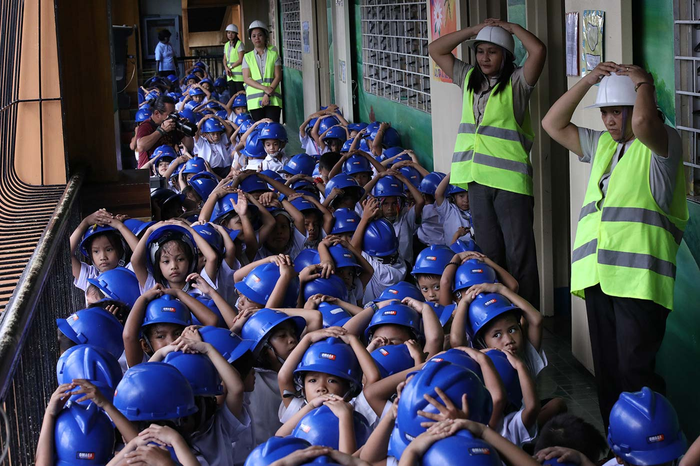 QUEZON CITY. Corazon Elementary School pupils in Batasan, Quezon City, participate in a simultaneous nationwide earthquake drill on June 20 2019. Photo by Darren Langit/Rappler