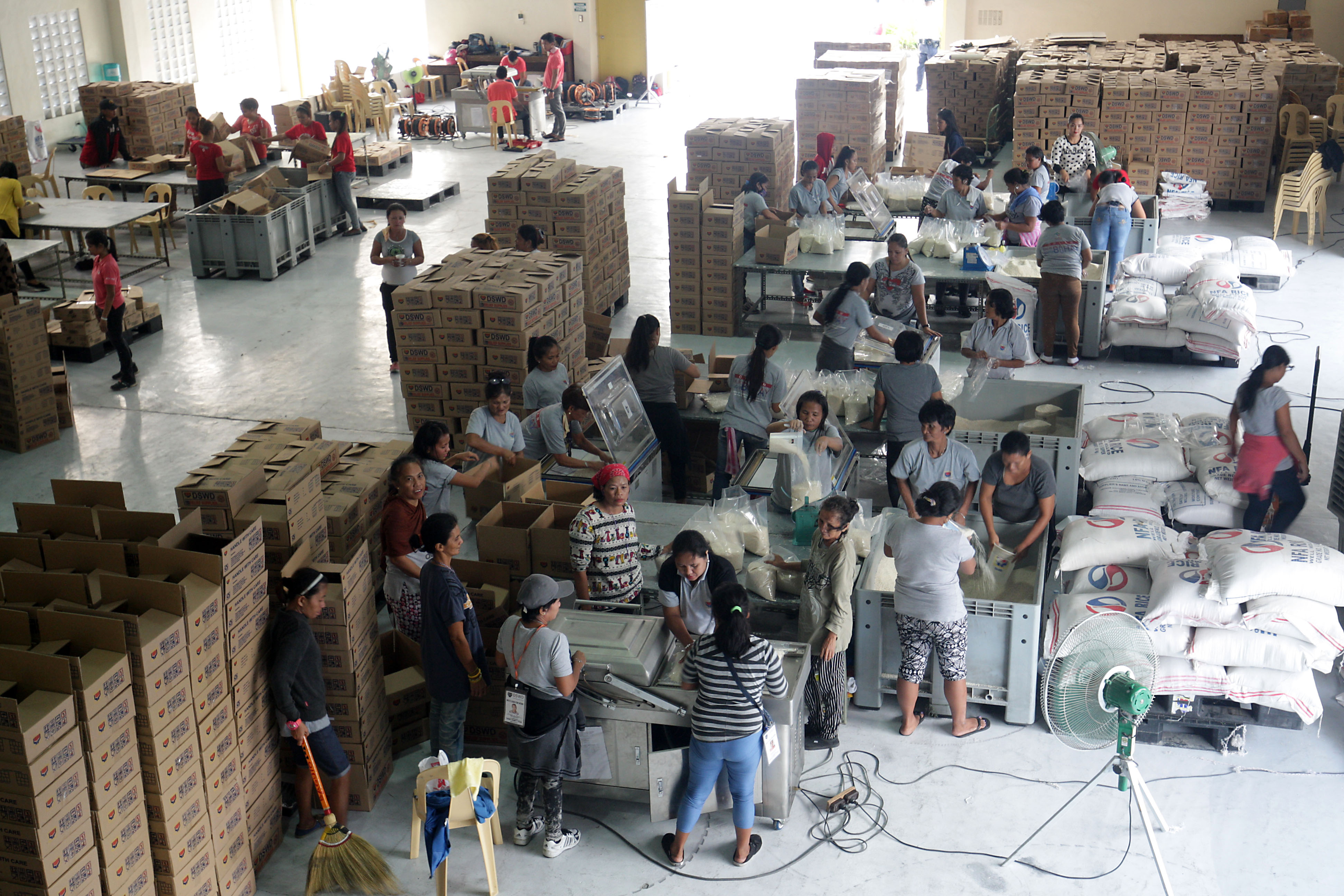 DOUBLE TIME. Volunteers pack relief rations at the DSWD warehouse in Pasay City on December 18, intended for victims of the on-slaught of Tropical Depression Urduja. Photo by Ben Nabong/Rappler