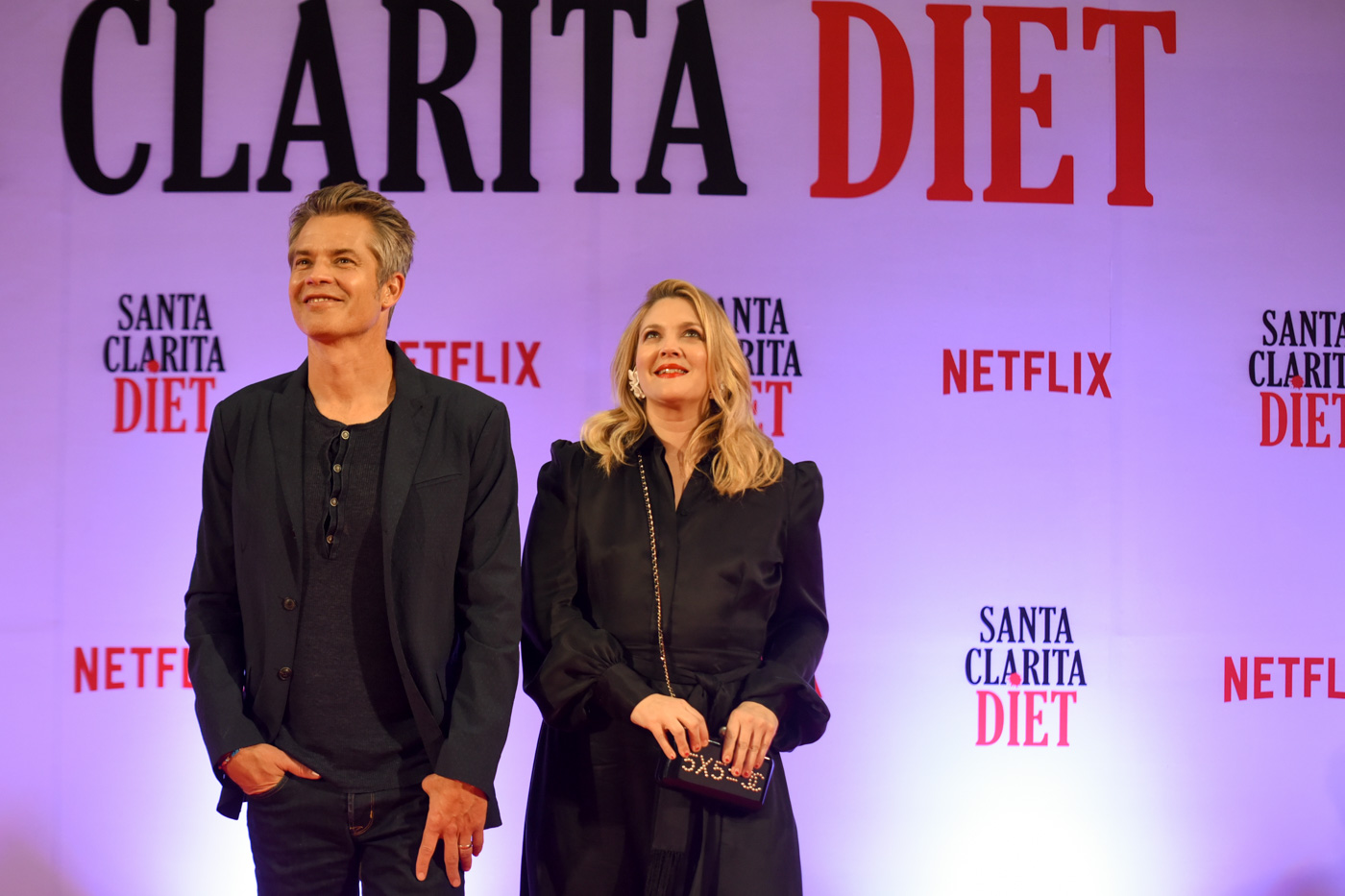 JOEL AND SHIELA. 'Santa Clarita Diet' stars Timothy Olyphant and Drew Barrymore greet their Manila fans at a press presentation at SM Megamall in 2018. File photo by Alecs Ongcal/Rappler