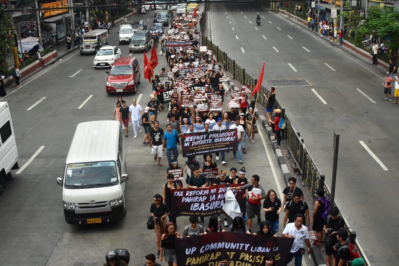 WALKOUT. Hundreds join the nationwide 'walk-out' on Friday, February 23. Photo by Angie de Silva/Rappler