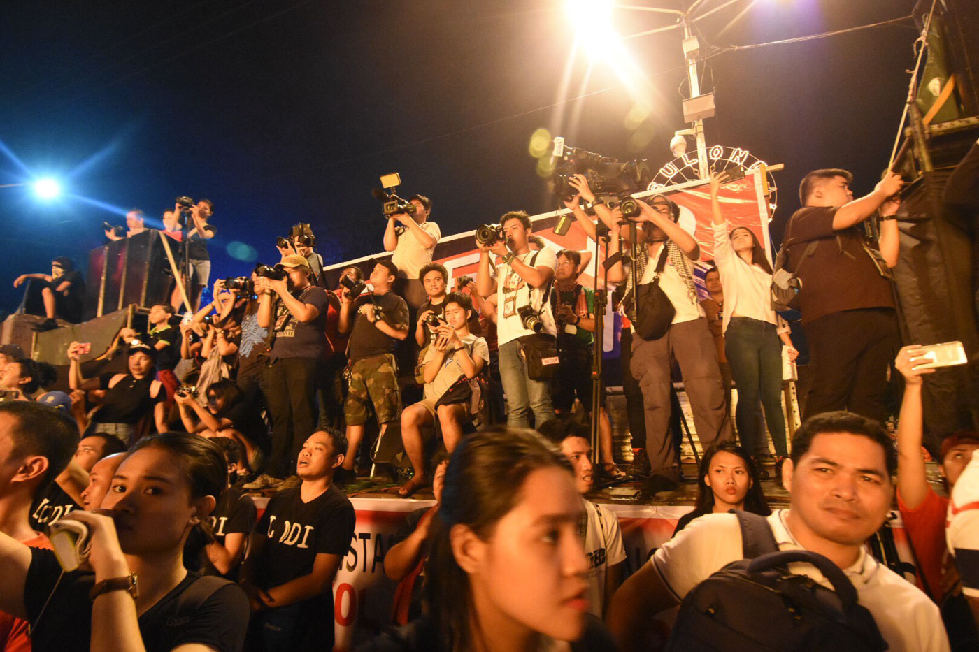 CHANT. Groups call on the Filipino youth to hold President Rodrigo Duterte accountable and 'fight tyranny' in the country. Photo by Angie de Silva/Rappler