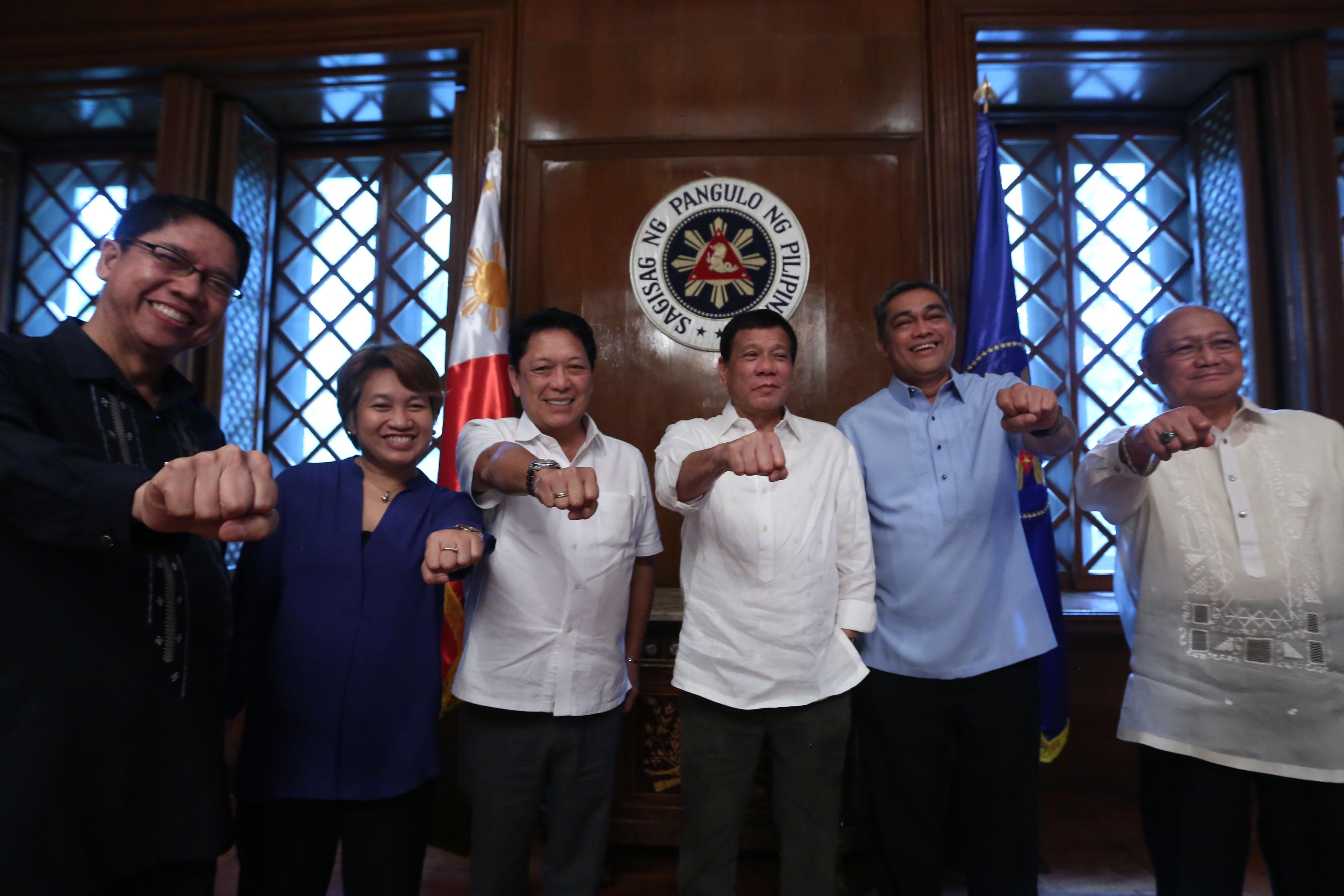 """杜特蒂政府廣納左翼人士,對左翼期待的政治改革,究竟是福是禍?(圖片來源:<a href=""""http://www.rappler.com/nation/143169-philippine-optimism-norway-peace-talks"""">Rappler</a>)"""