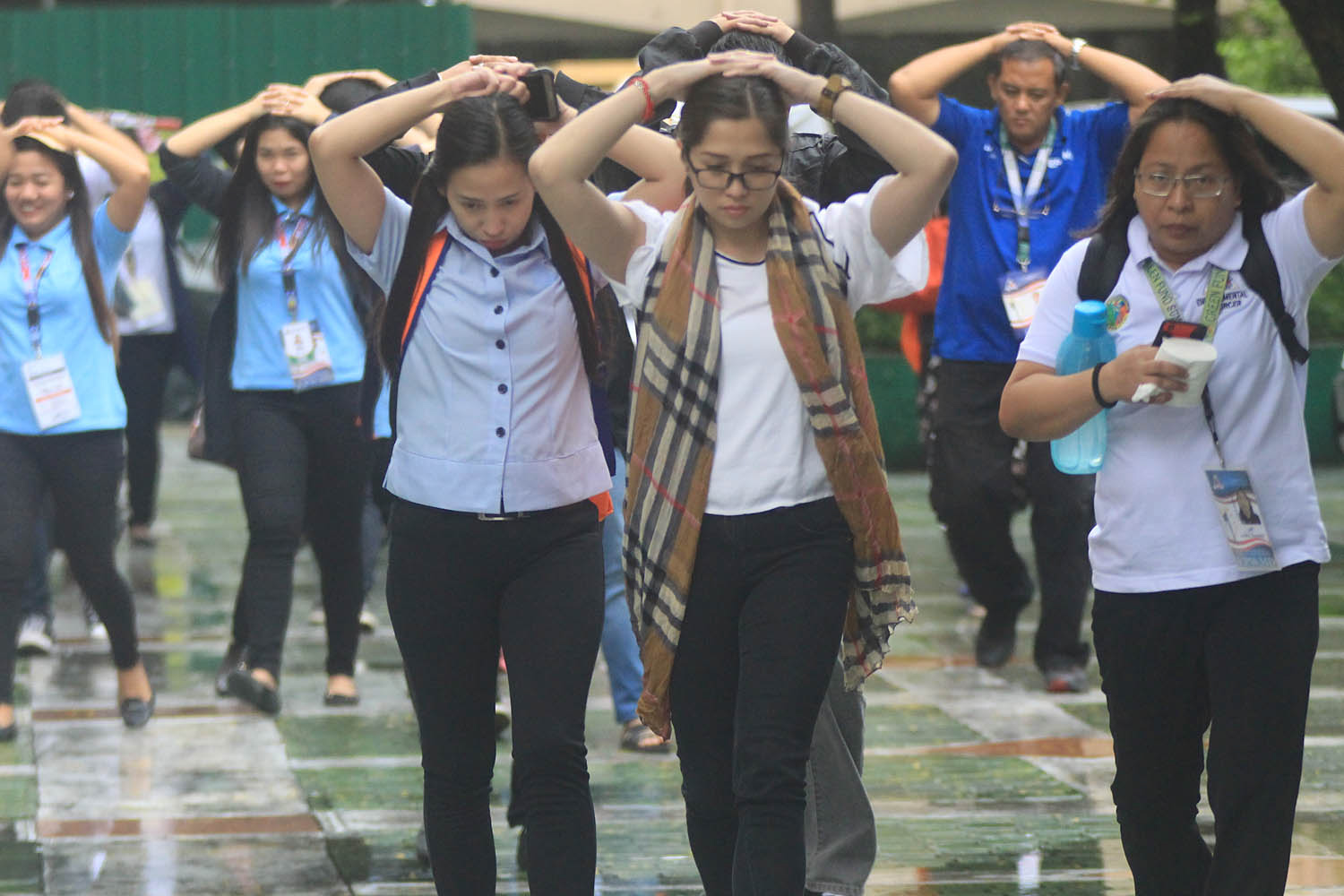 COVER. Quezon City Hall employees join the 4th Nationwide 'Shake Drill' on July 19, 2018. File photo by Darren Langit/Rappler