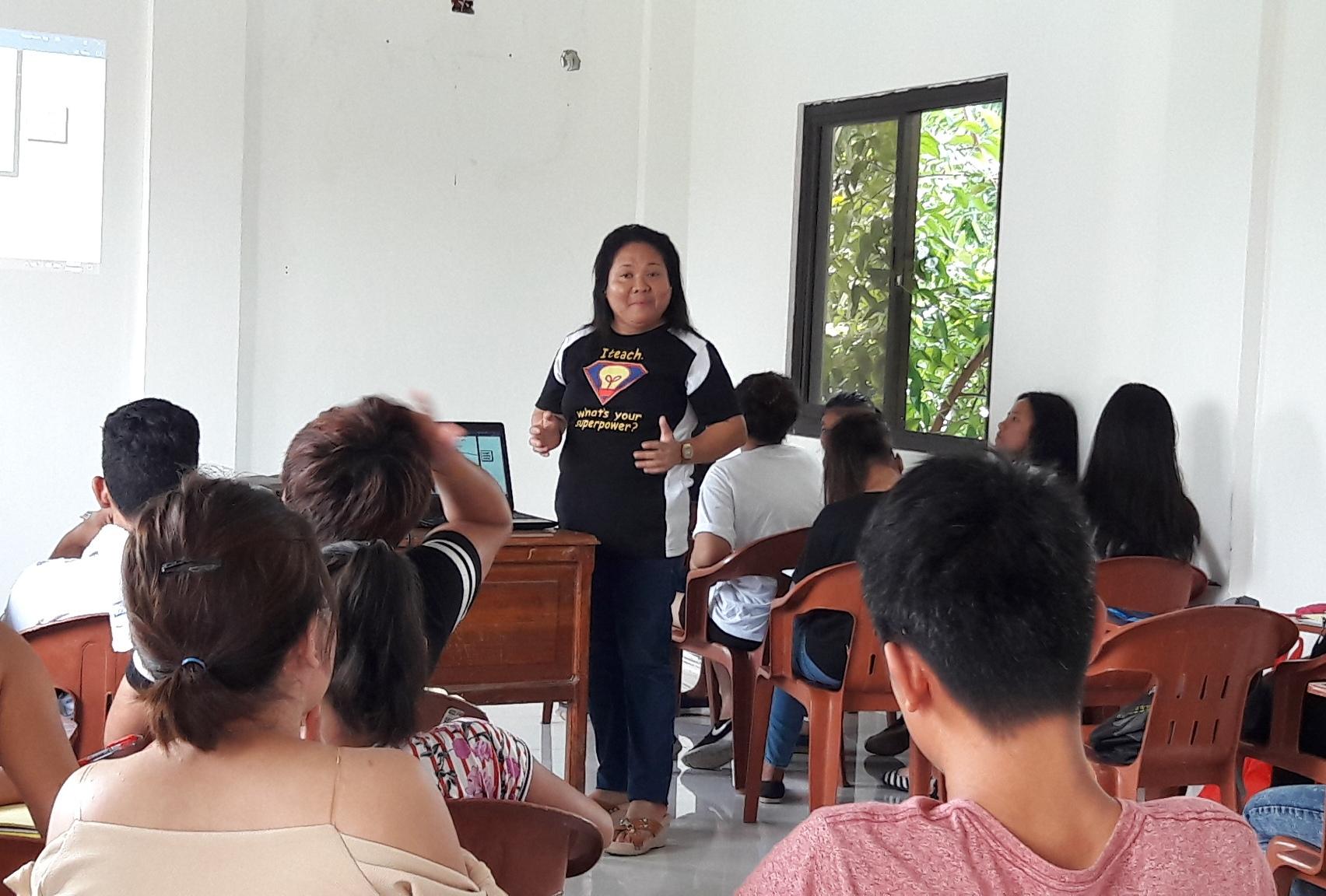 DEDICATION. Consolacion Tag teaches Alternative Learning System learners of Barangay Salawag in Dasmariñas City. Photo by Anne Cortez