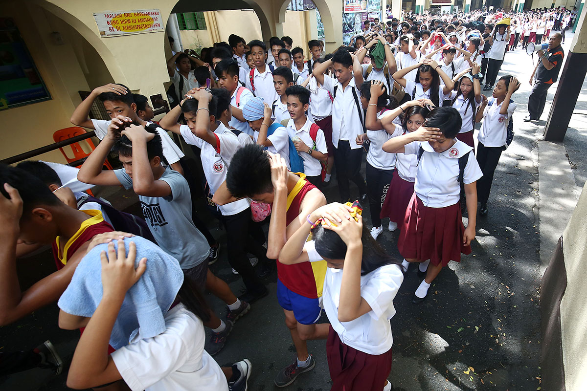Students of the Araullo High School participate in the 2nd Quarter Nationwide Simultaneous Earthquake Drill (NSED) in Manila on June 21, 2018. Photo by Ben Nabong/Rappler