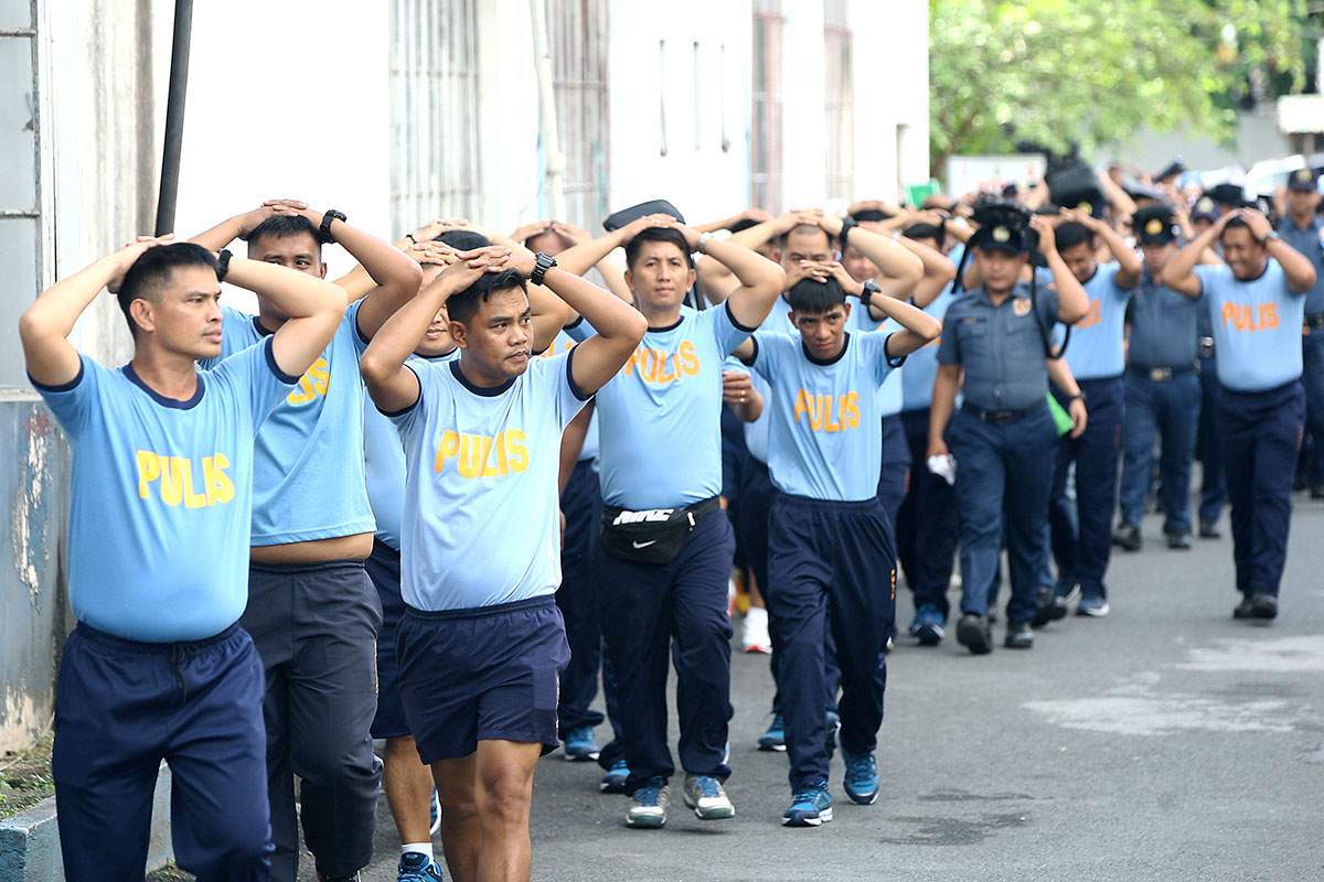 Police and non-uniformed personnel of the Manila Police District participate in the 2nd Quarter Nationwide Simultaneous Earthquake Drill (NSED) in Manila on June 21, 2018. Photo by Ben Nabong/Rappler