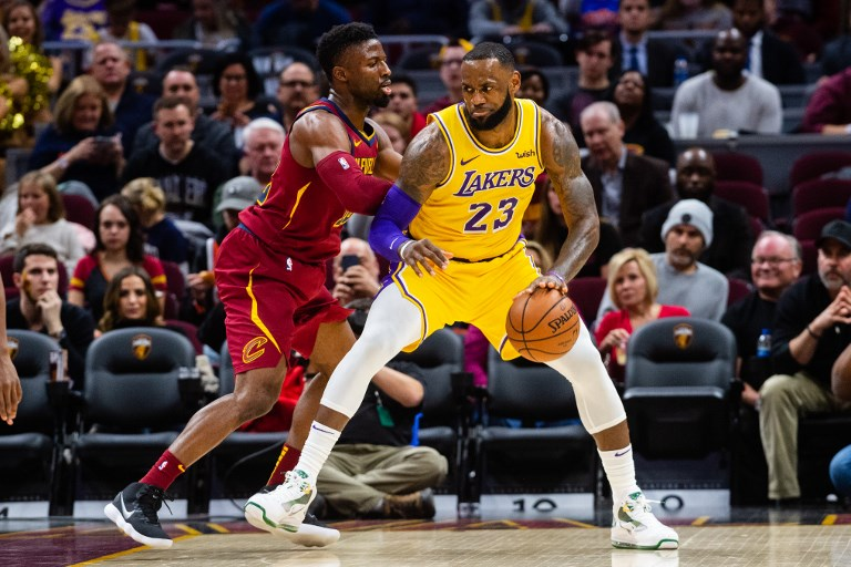 Lakers Vs Cleveland 2018 >> Lakers Rally Past Cavs In Lebron S Emotional Return To Cleveland