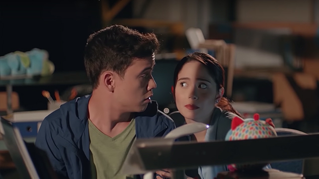 STRANDED. Jessy Mendiola and Arjo Atayde star as Spencer and Julia in 'Stranded.' All screenshots from YouTube/Regal Entertainment