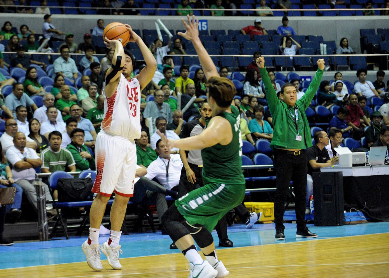69ef515c2c CAREER GAME. Even in defeat, Alvin Pasaol's 49-point ouput against La Salle