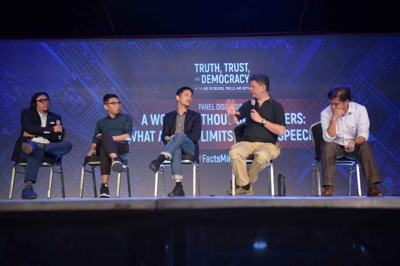 THE PANELISTS. From L to R: Lourd de Veyra, Tonyo Cruz, Leloy Claudio, Eg Lingao, and Caloy Conde during the Rappler forum on November 28. Photo by Leanne Jazul/Rappler