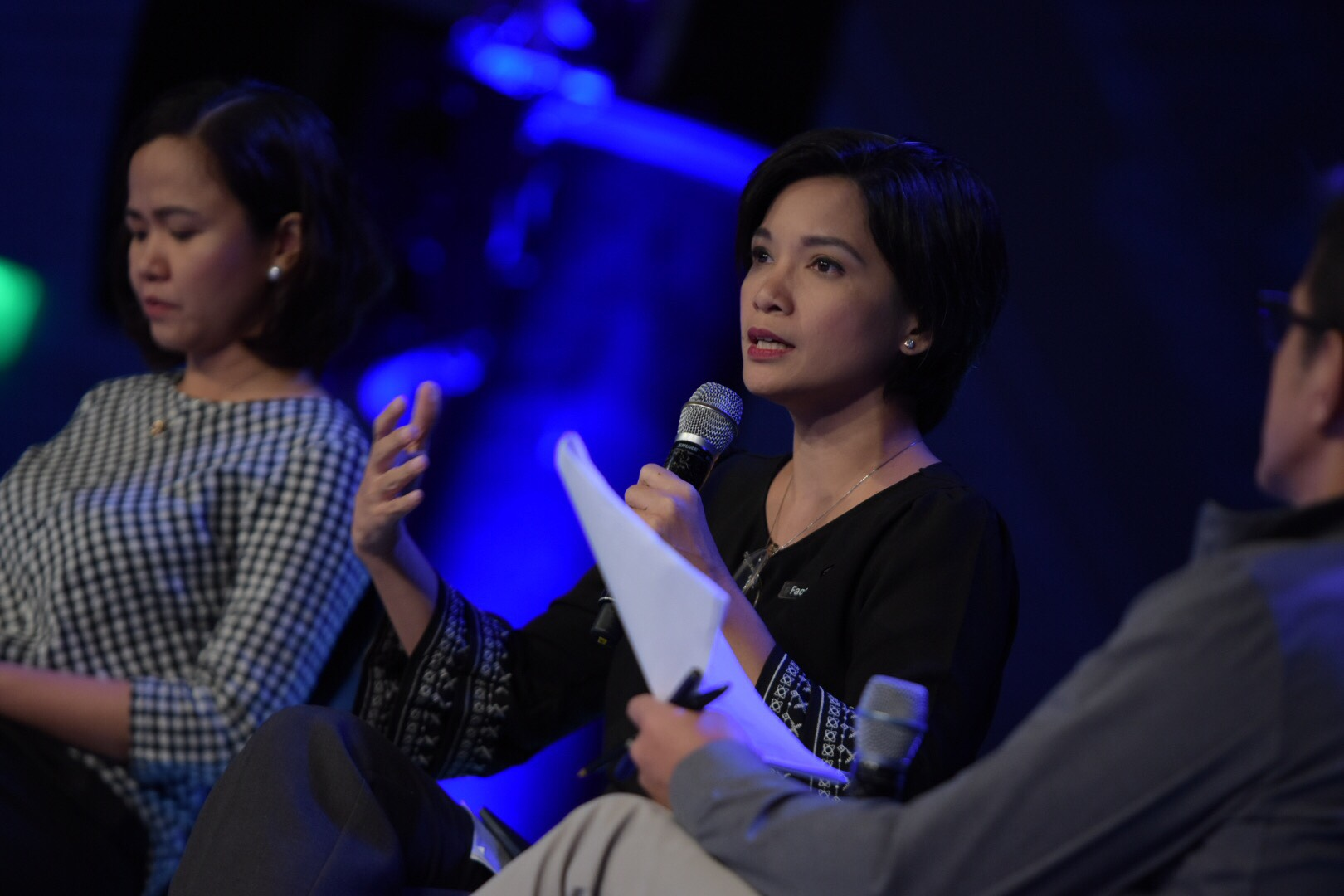 FAKE NEWS. Professor Clarissa David of the University of the Philippines discusses the importance of fighting fake news in a 'post-truth' world. Photo by LeAnne Jazul/Rappler