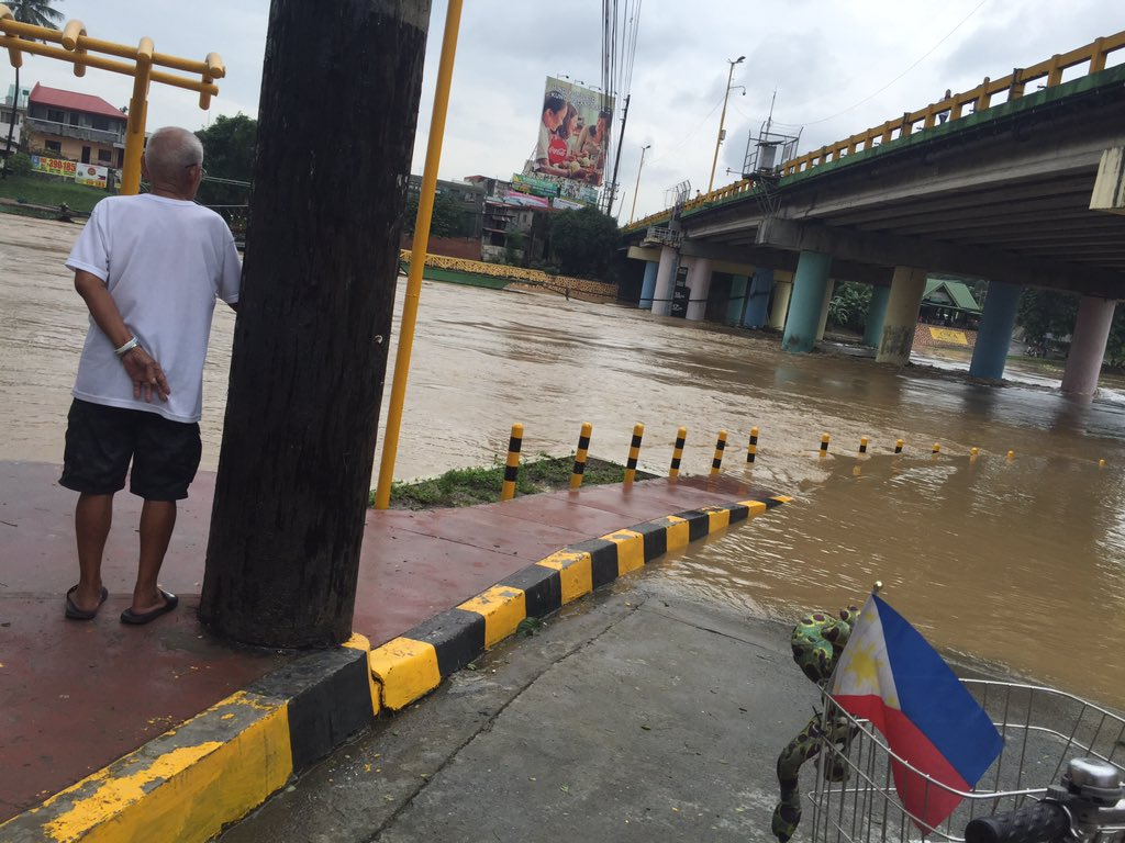 RISING. The Marikina River water level rises anew on August 14, 2016. Photo by LeAnne Jazul/Rappler