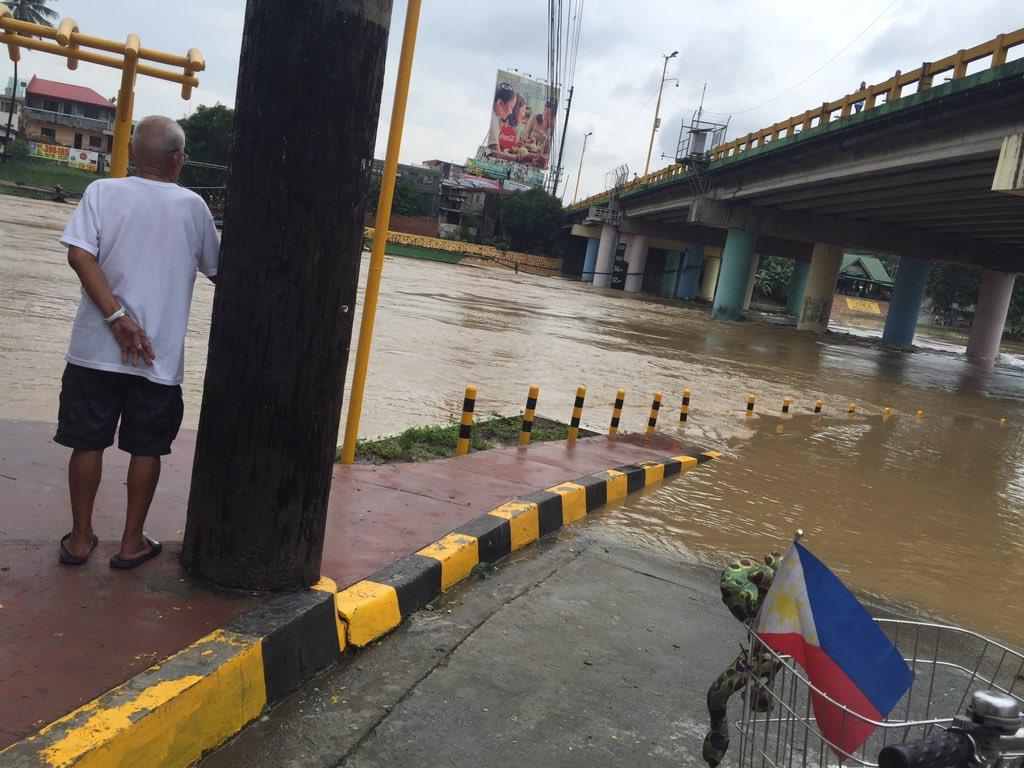 MARIKINA RIVER. In this file photo, a man watches the water level along the Marikina River. Photo by LeAnne Jazul/Rappler