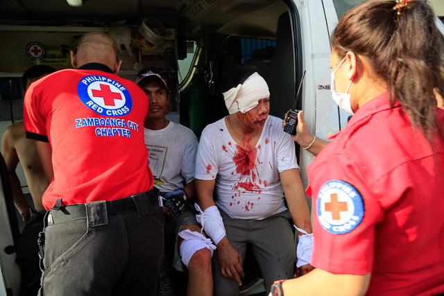 VICTIMS. Red Cross team attend to wounded victims near the bus terminal in Guiwan, Zamboanga City. Photo by Charle Saceda/Rappler