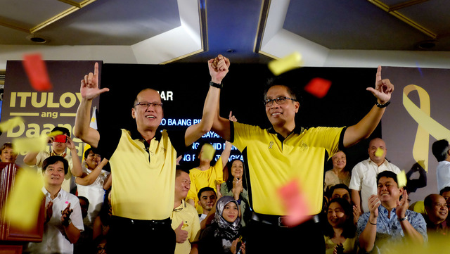 roxas-launch-aquino-endorsement-20150731-009_BC87D36BADBA4755B99DD43C6DD6936F - Aquino endorses Mar Roxas - Philippine Daily News
