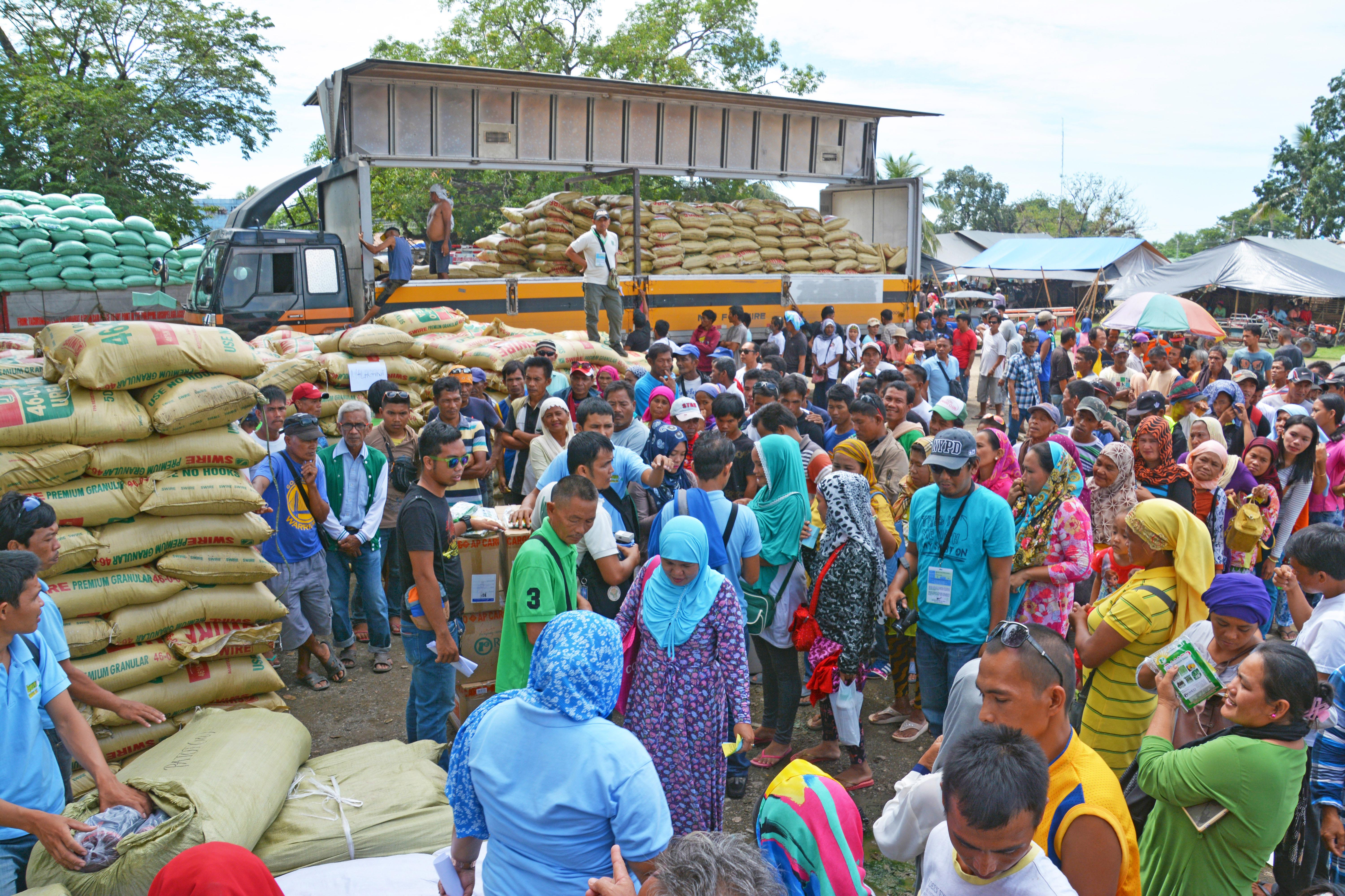 OPPORTUNITY. Distribution of farming and fisheries production inputs are currently underway in the Province of Cotabato. Photo by Saudi Ampatuan/FAO