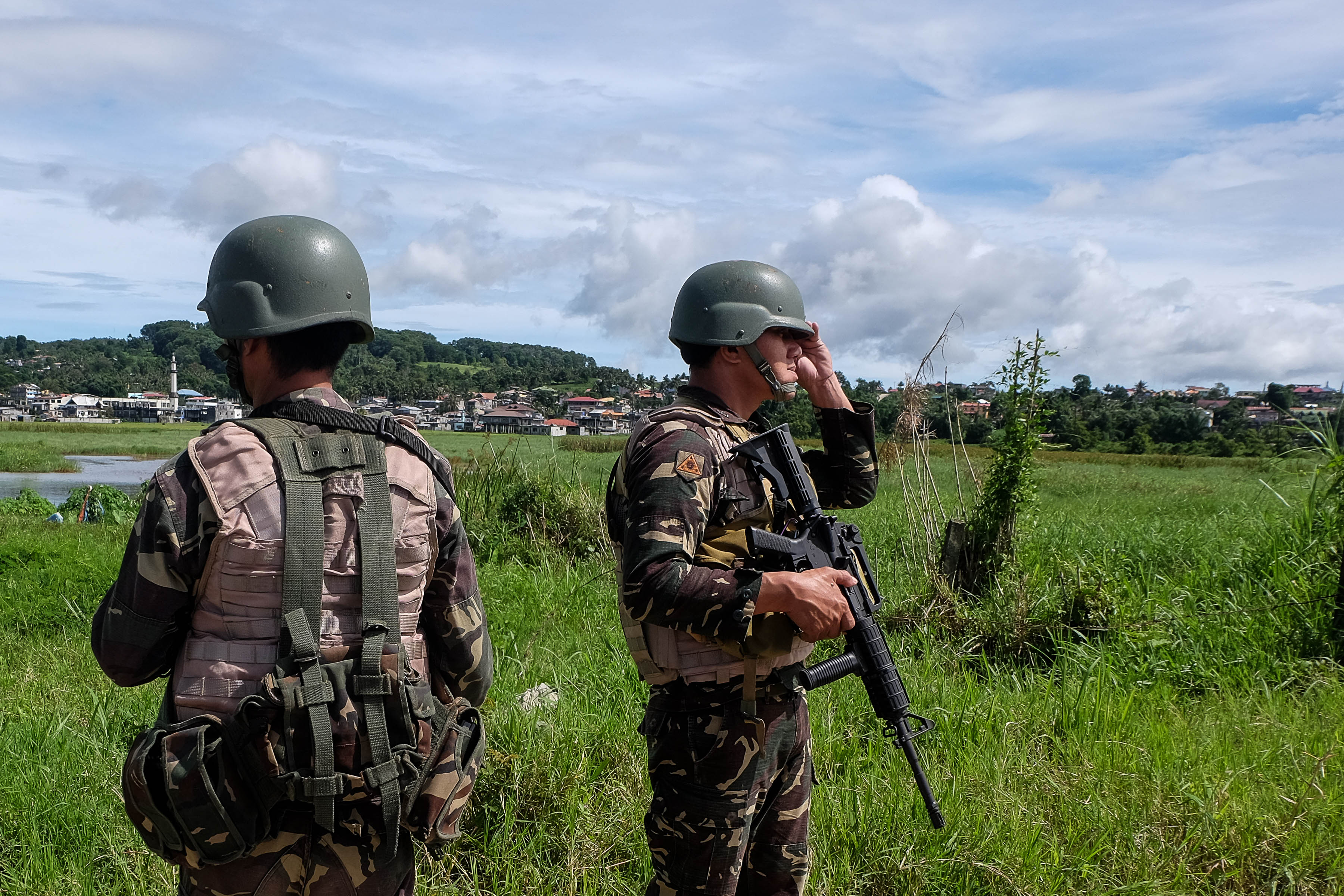 MARAWI CLASH. ARMY soldiers stood watch as they hold their position near the shoreline of Lake Lanao in Marawi City on Thursday, June 22,2017. the soldiers are holding the shorelines to prevent fleeing members of Maute group. File photo by Bobby Lagsa/Rappler