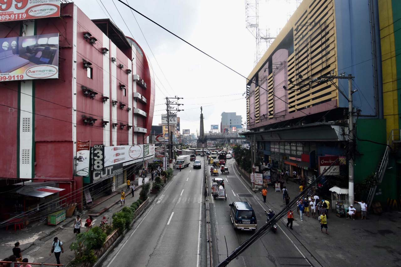 LIGHT TRAFFIC. The usual busy streets of along Monumento were clear of jeepneys on Monday. Photo by Angie de Silva / Rappler