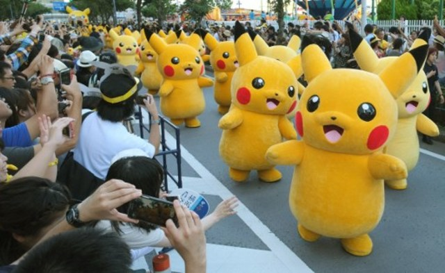 Life-size Pikachus dominate festival in Japan