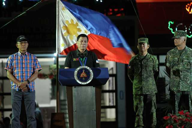 WITH THE TROOPS. President Rodrigo Duterte visits Camp Servillano Aquino in Tarlac City on December 11, 2016. Photo by Ace Morandante/Presidential Photo