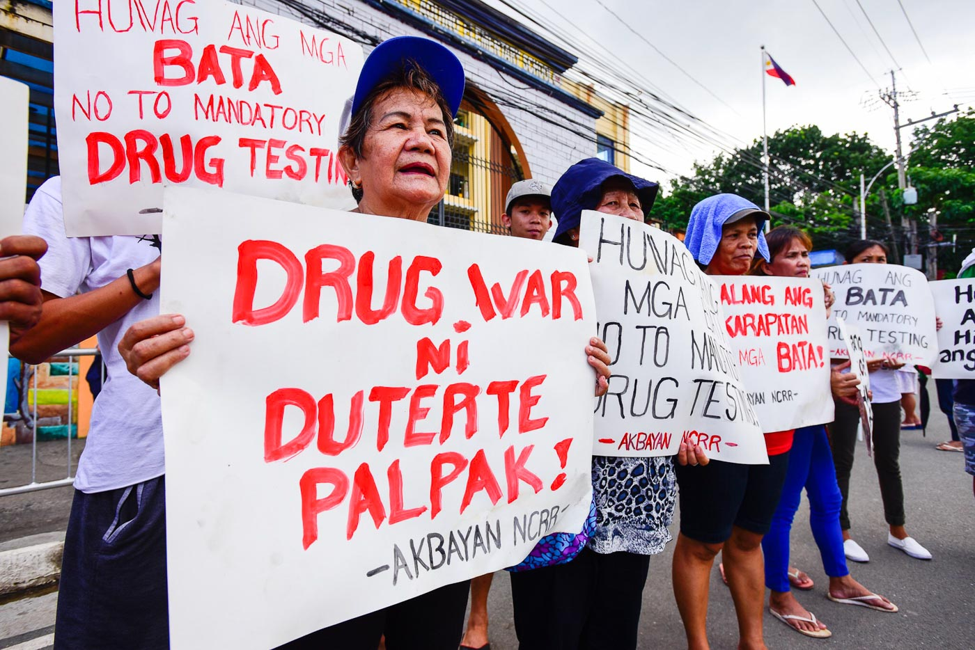 Parents to DepEd: Protect grade-schoolers from proposed drug