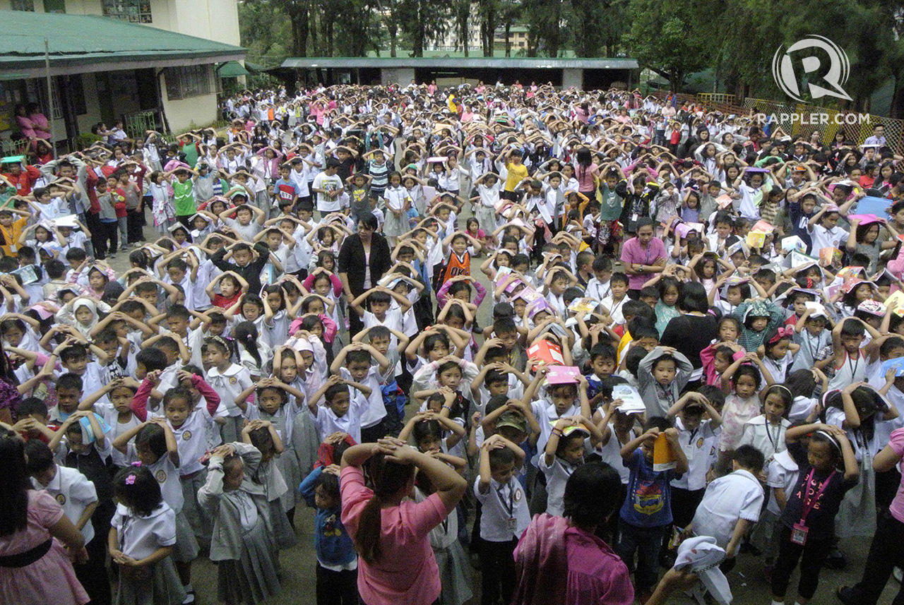 EARTHQUAKE DRILL. More than 1,000 grade schoolers of Mabini Elementary school in Baguio City join the 3rd national Earth Quake Drill September 27, 2017. Photos by Mau Victa