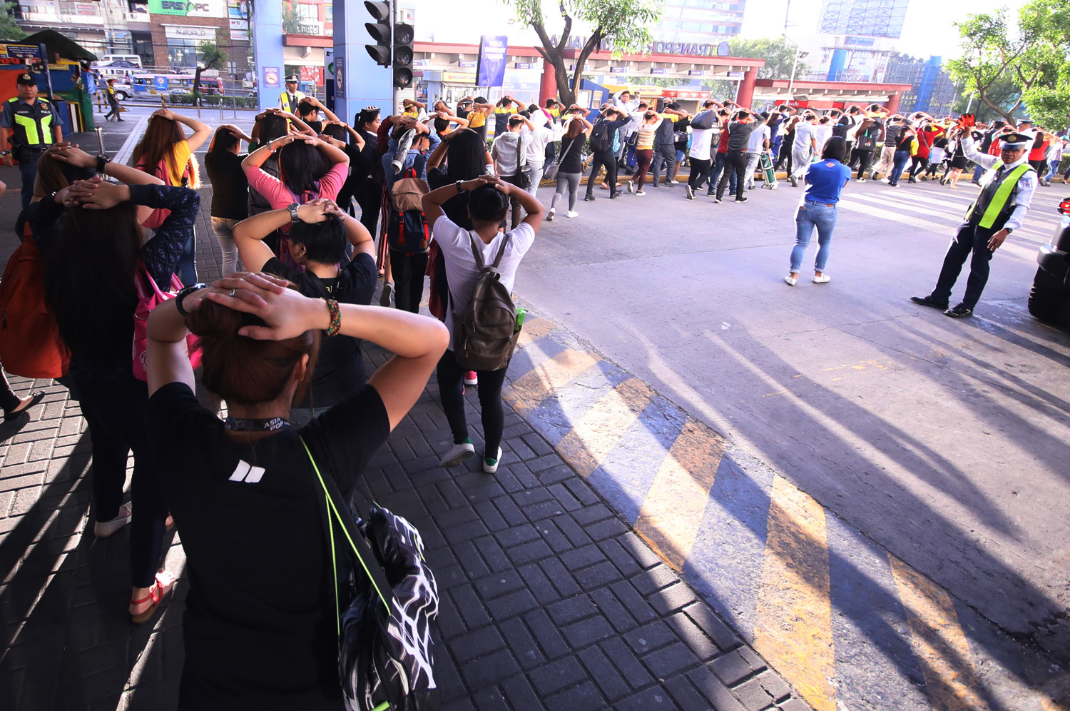 EVACUATION. The SM Mall in Fairview, Quezon City takes part in the 1st Quarter Nationwide Simultaneous Earthquake Drill to prepare for disasters. Photo by Darren Langit/Rappler