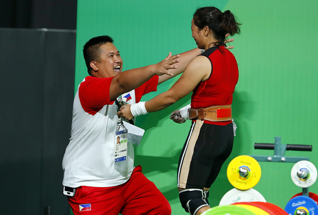 A HUG. Hidilyn Diaz (R) celebrates with her coach, Alfonsito Aldanete, after her second lift in the clean and jerk. EPA/NIC BOTHMA