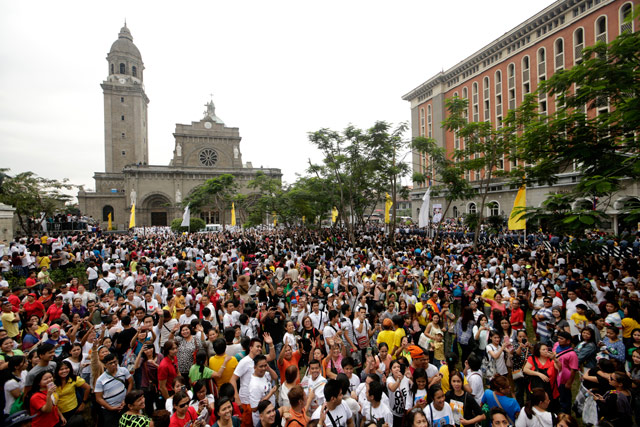 Filipinos gather outside the Manila Cathedral after a mass lead by Pope Francis on January 16, 2015. Photo by Ritchie Tongo/EPA