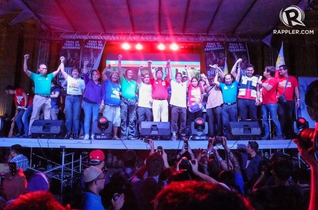 DUTERTE IN MANILA. Duterte poses with Manila officials and senatorial candidates on stage at Liwasang Bonifacio, Manila. Photo by Alecs Ongcal/Rappler