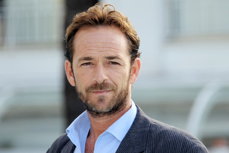 "LUKE PERRY. In this file photo taken on October 05, 2010 Actor Luke Perry poses during the TV series photocall ""Goodnight for Justice"" during the 26th edition of the five-day MIPCOM, on October 5, 2010 in Cannes. File photo by Valery Hache/AFP"