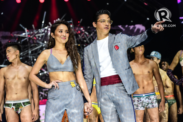 KATHNIEL. The love team wears matching outfits on the Bench runway. All photos by Alecs Ongcal/Rappler