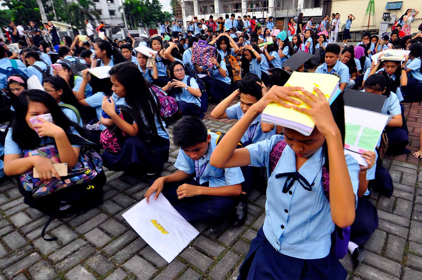 #MMSHAKEDRILL. According to MMDA, the annual earthquake drill may happen any day within the third week of June. Photo by Angie De Silva/Rappler