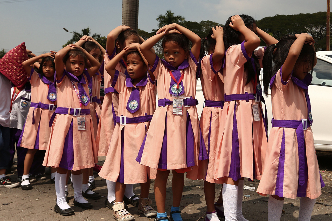 DISASTER PREPAREDNESS. Students at San Vicente Elementary School in Quezon City participate in the school's earthquake drill on February 6, 2019. File photo by Jire Carreon/Rappler