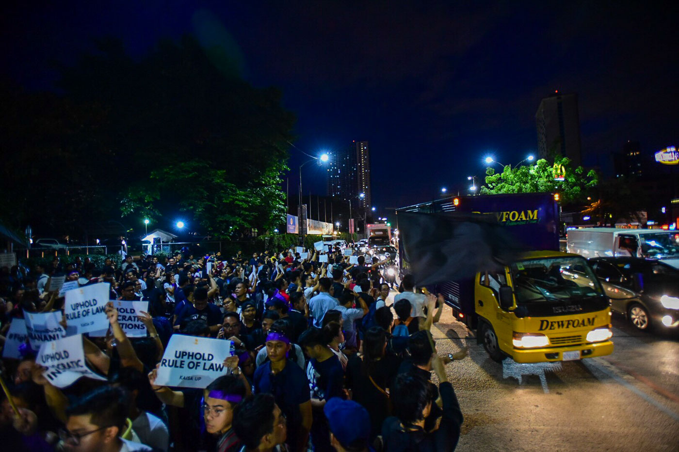 KATIPUNAN. UP Diliman and Ateneo students and faculty staged an indignation rally over the ouster of Chief Justice Sereno. Photo by Maria Tan/Rappler