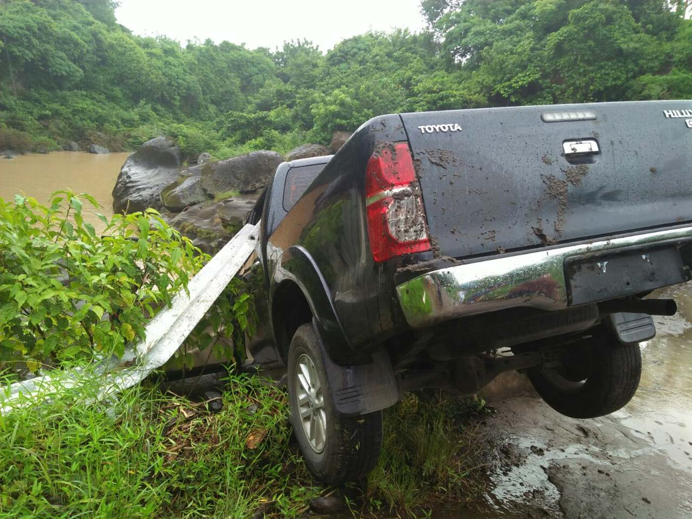 ESCAPE VEHICLE? Cops find a Toyota Hilux which appears to be intended for disposal in Maragondon, Cavite. PNP photo