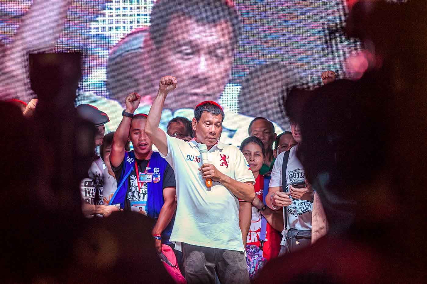 AGAINST CONTRACTUALIZATION. Presidential bet Rodrigo Duterte addresses workers during his Labor Day rally at the Liwasang Bonifacio in Manila. Photo by Rob Reyes/Rappler
