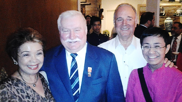 DINNER WITH WALESA. Lech Walesa with Maria Ressa, Hermelina Ressa (left) and Peter Ressa. Photo from Lech Walesa's blog.