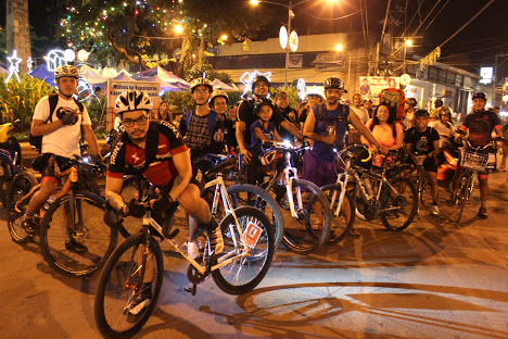 GIVING HOPE. A group of volunteer bikers spend the Christmas eve on the road. All photos by Myles Delfin