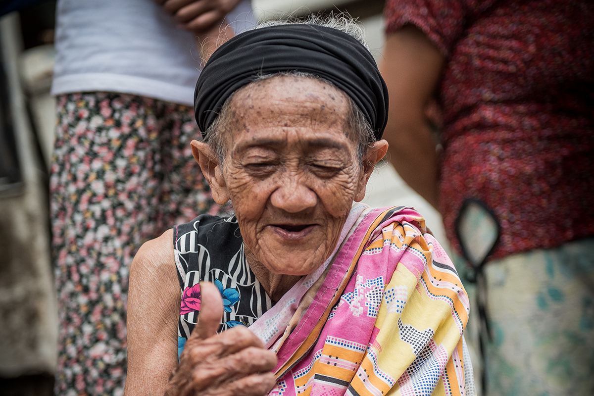 LONGING FOR HOME. Babo (grandmother) Moreg Sarakan, a displaced Maranao, remains hopeful that she will be able to return to Marawi City with her family. But she does not mind staying in the evacuation center as long as her grandchildren are well cared for. Photo by Alecs Ongcal/UNHCR