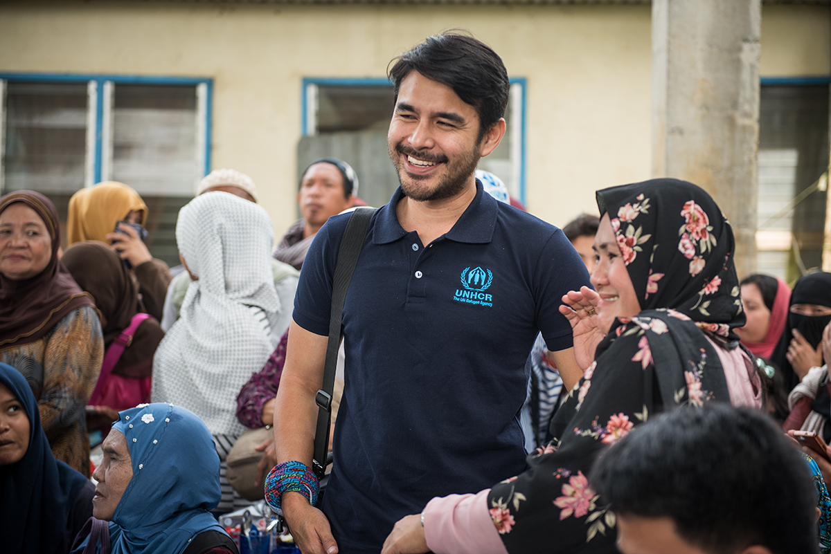 GIFT OF HOPE. UNHCR hopes that the public will continue to support families that have been affected by the Marawi crisis that lasted for months. UNHCR advocate and broadcast journalist Atom Araullo urges everyone to give the gift of hope to those who were displaced by the armed conflict. Photo by Alecs Ongcal/UNHCR