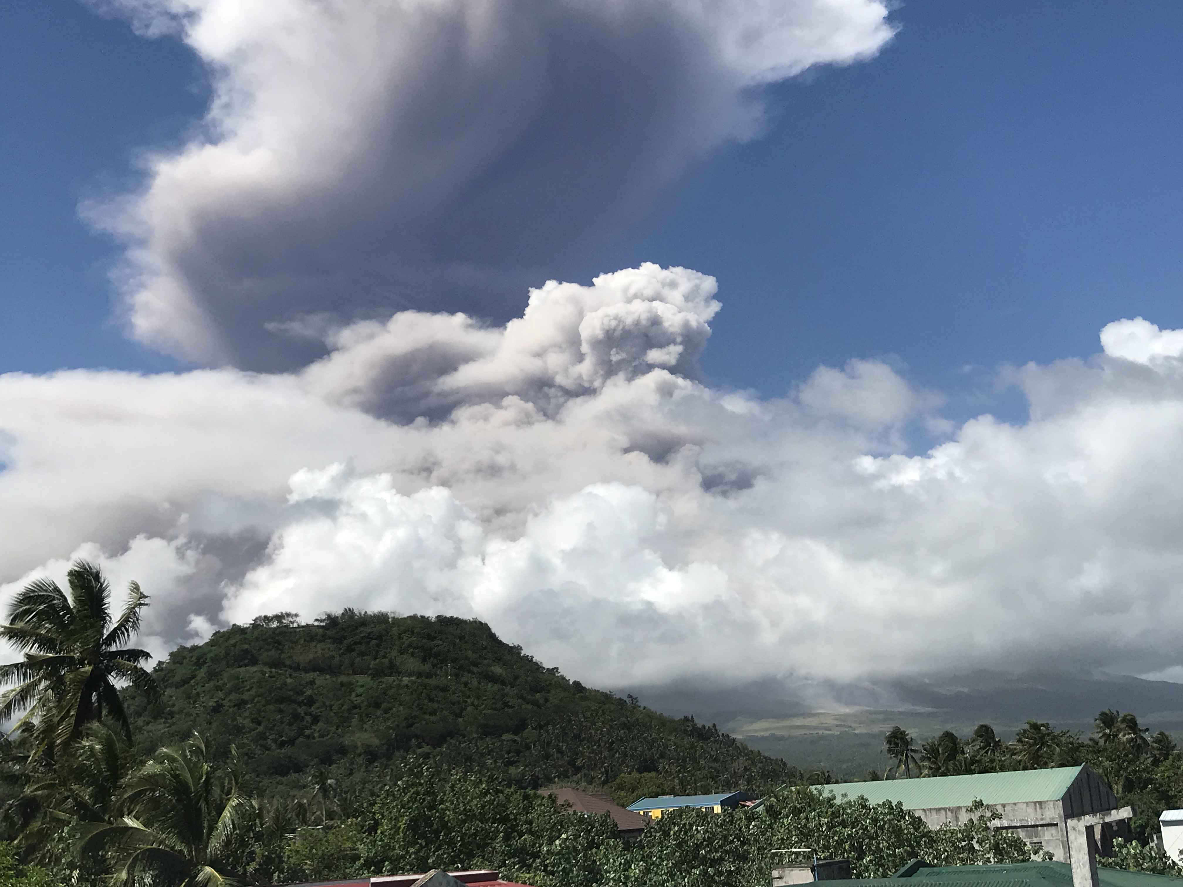 MAYON VOLCANO. Mayon spews a giant ash column that reached up to 5 kilometers high on Monday, January 22. Photo by Marga Deona/Rappler