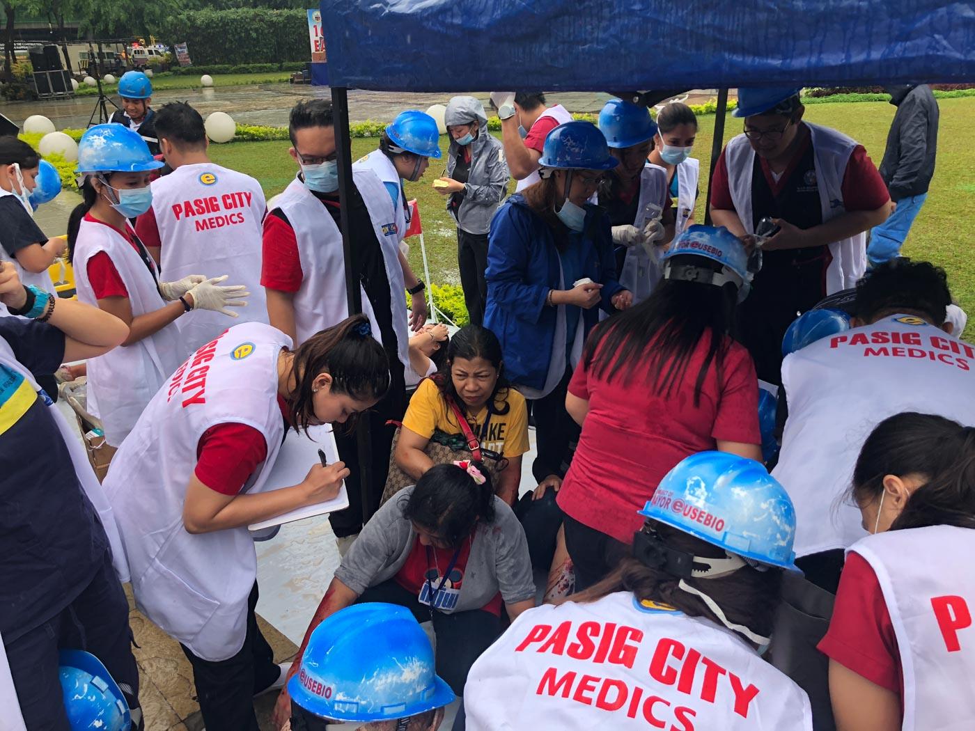 LIST. Pasig City medics take down names, ages and conditions to monitor injured civilians. Photo by Samantha Bagayas/Rappler